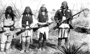 Apache_chieff_Geronimo_(right)_and_his_warriors_in_1886