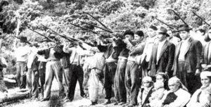 Massacro del levantamento di Ránquil, tra giugno e luglio 1934, in cui i contadini mapuche della zona di Lonquimay e Alto Bio Bio si ribellarono contro gli abusi dello stato e dei latifondisti. Il 6 luglio furono attaccati da polizia de esercito, che lasciarono sul terreno circa cinquecento morti. http://diarioelitihue.blogspot.it/2014/04/memoria-viva-la-masacre-de-ranquil.html