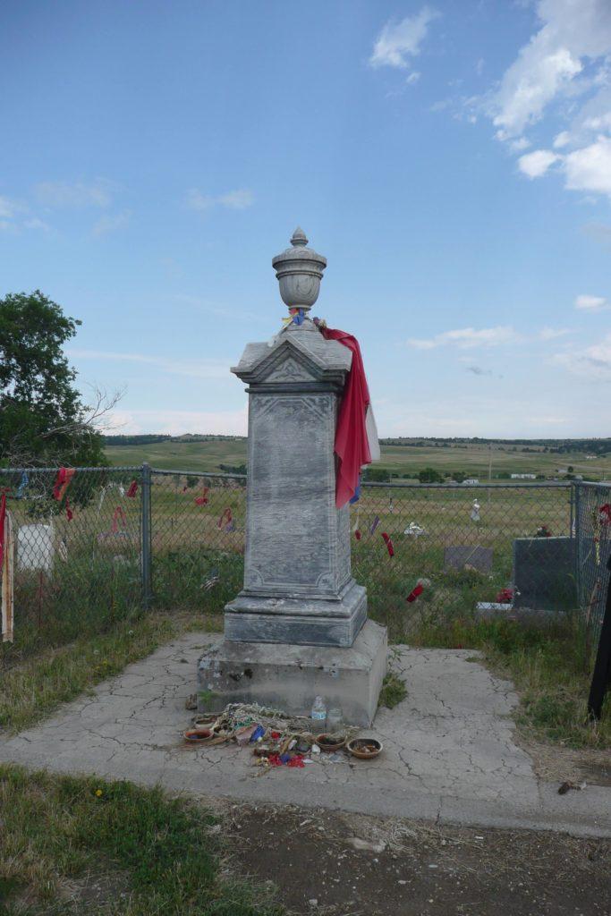 Wounded Knee, il cippo sulla fossa comune dei Minneconjou